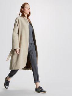 Un indispensable ultra tendance pour s'emmitoufler de douceur. Belle matière, belle coupe, beau volume. Le manteau kimono est une valeur sûre de la sa
