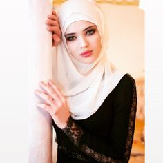 Find images and videos about beauty, islam and hijab on We Heart It - the app to get lost in what you love. Arab Women, Arab Girls, Muslim Girls, Beautiful Muslim Women, Beautiful Hijab, Islamic Fashion, Muslim Fashion, Moda Hijab, New Hijab