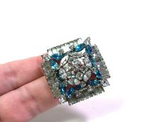 Vintage Blue and  Crystal Clear Sparkly RHINESTONE Ornate Square  Pin Brooch op Etsy, 18,68€