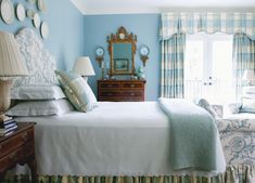13) Blue-and-white is an Atlanta staple; in Judy Bentley's bedroom, the combination takes on a fresh, lighter-than-air feeling.