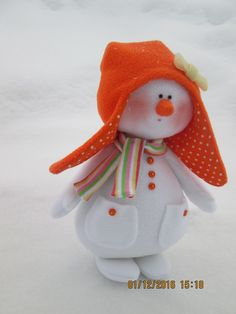 Pin by Tami Lassi on Sew cute Christmas Decorations Sewing, Felt Christmas Ornaments, Christmas Snowman, Christmas Projects, Christmas Wreaths, Neighbor Christmas Gifts, Homemade Christmas, Christmas Makes, Christmas Time