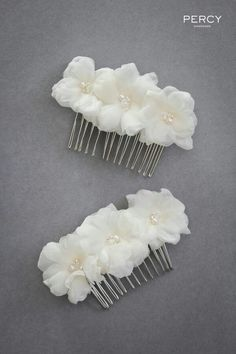 Flower hair accessories for Emilie's bridesmaids by Tania Maras Bridal – Hair – Hair is craft Bridesmaid Hair Accessories, Handmade Hair Accessories, Flower Hair Accessories, Bridal Accessories, Bridal Hair Flowers, Diy Hair Bows, Hair Ornaments, Bridal Headpieces, Hair Jewelry