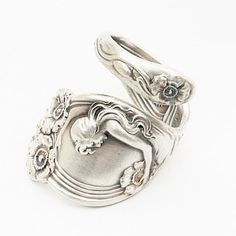 Rare Unger Art Nouveau Queen of the Flower Sterling Spoon Ring , Handcrafted in… Fork Jewelry, Silverware Jewelry, Jewlery, Silver Spoons, Silver Rings, Hard Pressed, Mermaid Jewelry, Spoon Rings, Repurposing