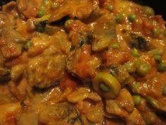 Vegetarisk quornbullsgryta med tomat och oliver.