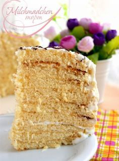 Рецепт торта «Milchmädchen» пришел к нам из Германии. Коржи готовятся на основе сгущенного молока, которое в Германии называлось «Milch Mädchen», т.е. молочная девочка. Сюда подойдет любой крем, любые фрукты и ягоды будут очень хорошо сочетаться с этим тортиком, т.к. он очень сладкий. Я сделала со