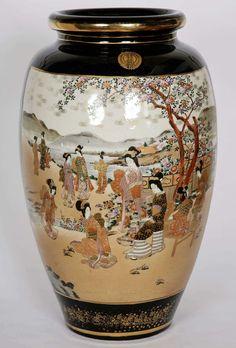 Large Meiji Period Satsuma Porcelain Vase 2 Japanese Vase, Japanese Porcelain, Japanese Ceramics, Japanese Pottery, Porcelain Ceramics, Ceramic Vase, Ceramic Pottery, Pottery Art, Porcelain Jewelry