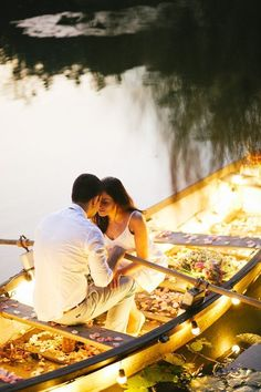Entourage on the lake: boat,couple, flowers and candles - elements of a successful romantic photo. Pre Wedding Shoot Ideas, Pre Wedding Poses, Pre Wedding Photoshoot, Romantic Moments, Romantic Couples, Wedding Couples, Romantic Love, Hopeless Romantic, Couple Photography
