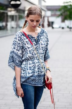 Jeans Fritz blouse blue pattern, red Rebecca Minkoff Mini Mac, blue Jeans - Hamburg, Streetstyle, Outfit, Blogger