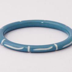 Splendette Narrow Blue Carved bangle