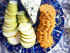 Jouluun laskeutuminen  #joulu #lifestyle #hygge #tarjoilu #kattaus #lifestyleblogi Hygge, Cheese, Food, Essen, Meals, Yemek, Eten