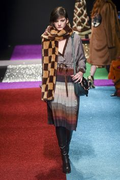 The complete Marco de Vincenzo Fall 2018 Ready-to-Wear fashion show now on Vogue Runway. Early Fall Outfits, Comfy Fall Outfits, Simple Fall Outfits, Fall Outfits For Work, Fall Fashion Outfits, Fall Winter Outfits, Autumn Fashion, Flannel Outfits, Black Girl Fashion