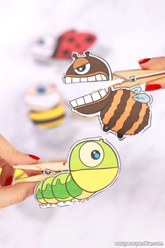 Thes gorgeous DIY puppets for kids will keep little ones busy for hours! Try these puppet crafts for kids today! Bug Crafts, Crafts To Make, Crafts For Kids, Arts And Crafts, Rainy Day Activities, Craft Activities, Paper Bag Puppets, Puppets For Kids, Felt Finger Puppets