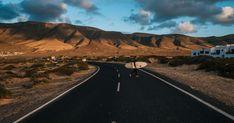 Les 10 meilleures destinations pour un voyage en voiture en Europe Les Fjords, Road Trip, Beau Site, Excursion, Destinations, Laid Back Style, Canary Islands, Plan Your Trip, The Locals