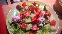 SalaRico, Gurke, rote Paprika, Erdbeere, Kokosflocken.