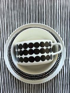 Monochrome pattern and prints Bule, Scandinavian Design, White Ornaments, Mixing Patterns, Sharpie Art, White Kitchens, Kitchenware, Black White Stripes, Pattern Ideas
