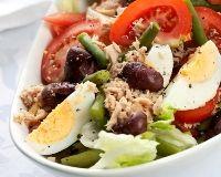 Salade légère de thon, tomates, oeufs durs et haricots verts