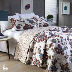 Mistura de estampas grandes e pequenas cheias de cor e vida dão um ar contemporâneo ao quarto, representando toda a alegria que a primavera pode trazer para a sua casa por meio das roupas de cama. Inspire-se! #LojasTenda