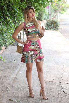 Looks – Le Papillon use este look com um Sutiã Meia-Taça com Bojo com detalhes em renda e uma Calcinha Biquíni com laterais em renda