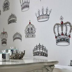 king and queen wedding theme | Classic Style Home Decoration in Royal Wedding Theme, Crowns and ...