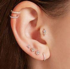 Unique Ear Piercings, Ear Piercings Chart, Ear Peircings, Cute Piercings, Different Ear Piercings, Female Piercings, Mini Hoop Earrings, Dainty Earrings, Rose Gold Earrings