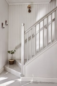 beautiful home, portaikko, portaat, stairs Staircase Railings, Staircase Design, Stairways, Cottage Stairs, House Stairs, Painted Stairs, Entry Hallway, Cottage Style Homes, Attic Rooms
