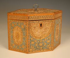 Antique George 3rd. scrolled paper Tea Caddy, w/ gilt in Sycamore banded borders, chequer stringing...