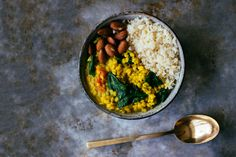Dinner Recipe: Coconut & Lentil Daal w/ Cauliflower Rice #vegan #healthy #plantbased #whatveganseat #recipes #glutenfree #dinner