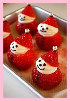 New Easy Cake: Strawberry Snowman Pies Cake Cakes …, … - Christmas Desserts Christmas Deserts, Christmas Party Food, Christmas Brunch, Xmas Food, Christmas Appetizers, Christmas Cooking, Holiday Desserts, Holiday Recipes, Christmas Fruit Ideas