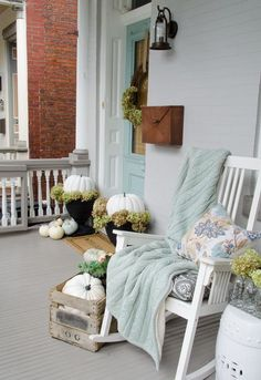 White pumpkin porch | DigsDigs