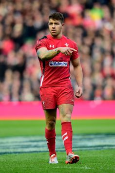 39 Welsh Rugby Players Who Want To Wrap Their Bulging Thighs Around You Rugby Sport, Rugby Men, Liam Messam, Welsh Rugby Players, International Rugby, Women's Cycling Jersey, Cycling Jerseys, Wales Rugby, Australian Football