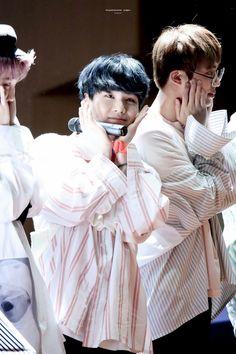 Suga❤ BTS Aladin Fansign (170223) #BTS #방탄소년단