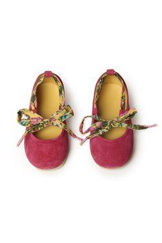 adorable baby shoes - FÁBULA. Pinterest | chelstokarski