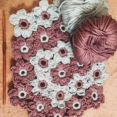 Достала #пряжу  #связала цветочки и так мне это дело понравилось #knitting #knit #merino #вязаниекрючком #могувязать #сделанослюбовью #ручнаяработа #вяжутнетолькобабушки by solnce2008