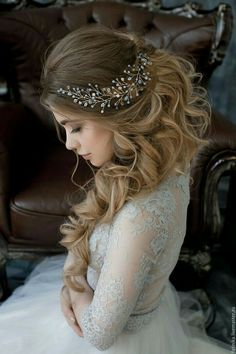 Beautiful bridal hairstyle! find your dream wedding gown www.customdreamgowns.com