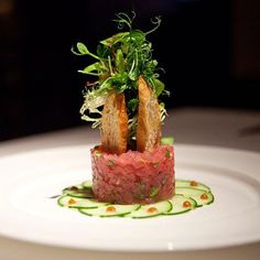 Who can forget the yellowfin tuna tartare at Gotham Bar & Grill in New York. Fish Recipes, Gourmet Recipes, Cooking Recipes, Food Plating Techniques, Food Decoration, Culinary Arts, Creative Food, Food Design, Food Presentation