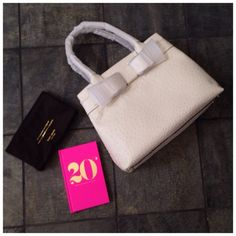 """HP 9/11Kate Spade Charm City Bag + Dust Bag Measurements: 11"""" H x 16"""" L x 6 1/2"""" W/depth.Strap drop:7 3/4"""".Features: Zippered center & side pockets,open side pockets,signature lining.Handles & front bow are in original packaging.Ask ALL questions before you buy,all sales are final.I try to describe the items I sell as accurately as I can but if I missed something, please LMKFIRST so we can resolve it before you leave < 5rating. HP @modafrancescaTRADES/PPLOWBALLING ✅Offers only through the…"""