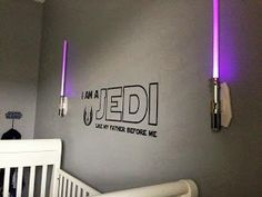 Star Wars: 'I am a Jedi like my father before me' wall quote flanked by lightsaber sconces Star Wars Bedroom, Star Wars Nursery, Parenting Win, Parenting Done Right, Parenting Books, Star Wars Baby, Star Wars Kindergarten, Star Wars Zimmer, Decoration Star Wars