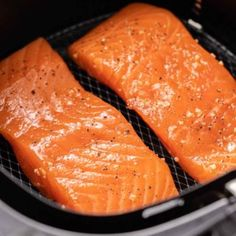 Air Fryer Salmon comes out tender and juicy every time! Making salmon in the Air Fryer is an easy and quick way to cook your favorite fish exactly the way you like it with only a little bit of oil. Air Fryer Fish Recipes, Air Frier Recipes, Best Lamb Chop Recipe, Salmon Cooking Time, Cook Frozen Salmon, Salmon In Air Fryer, Air Fryer Cooking Times, Grilled Salmon Recipes