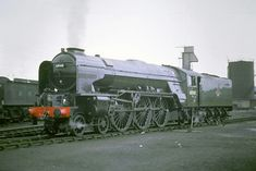60140 Balmoral' LNER Peppercorn Class Photo taken by the late P. Hughes at Grantham in June 62 Live Steam Locomotive, Diesel Locomotive, Steam Trains Uk, Flying Scotsman, Old Wagons, Steam Railway, Electric Train, British Rail, Train Engines