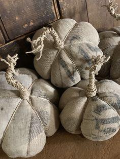 Velvet Pumpkins, Fabric Pumpkins, White Pumpkins, Fall Pumpkins, Fall Projects, Sewing Projects, Primitive Fall Crafts, Fall Primitives, Fabric Crafts