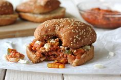 Turkey Chipotle Sloppy Joes with crumbled feta - so tasty and healthy too!I would give these sloppy joes a try ; I Love Food, Good Food, Yummy Food, Delicious Blog, Sandwiches, Turkey Recipes, Dinner Recipes, Turkey Dishes, Turkey Sloppy Joes