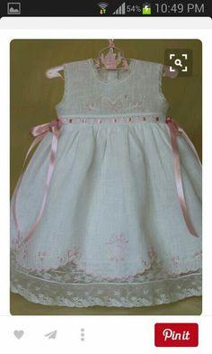 Para bautizar Wedding Flower Girl Dresses, Little Dresses, Little Girl Dresses, Girls Dresses, Toddler Dress, Baby Dress, Little Girl Fashion, Kids Fashion, Girl Dress Patterns