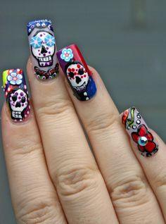 Dia de los Muertos manicure nevertoomuchglitter.wordpress.com