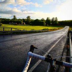 Viikonloppu alkoi mukavasti sateen tauottua pienellä maantielenkillä. #pyöräily #bianchi #hyvinkää