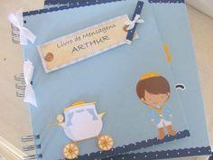 VENDIDO. PODE SER ENCOMENDADO!!  Livro de mensagens artesanal composto por capa e contra-capa duras, forradas com papel especial na cor azul bebê.  Decoração:Principe  Personalizado com o nome da criança.   Encadernação: Wire-o  Quantidade de folhas: 20 folhas (40 páginas)  Opções internas:   20 folhas (40 páginas); 25 folhas (50 páginas); 30 folhas (60 páginas); 35 folhas (70 páginas); 40 folhas (80 páginas).   CONSULTE-NOS!!  PODE SER VENDIDO COM A CAIXA COORDENADA: VALOR DO LIVRO COM 15…