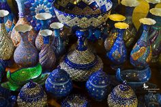 Iran to Revive Handicraft Markets for Tourists - Real Iran Persian Culture, World Crafts, Iranian Art, Vases Decor, Islamic Art, Art Google, Art And Architecture, Handicraft, Jewelry Art