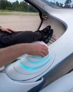 New Technology Gadgets, Cool Technology, Nouvelles Inventions, Top Luxury Cars, Cool Gadgets To Buy, Futuristic Cars, Cool Inventions, Future Car, Sport Cars
