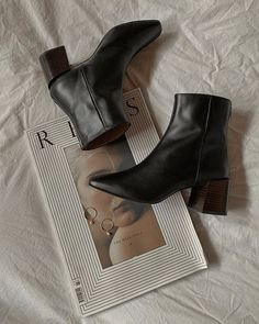how to style black booties for fall & autumn shoe essentials & stylish winter boots & shoe flatlay inspo & flat lay inspiration Black Leather Boots, Black Booties, Cute Shoes, Me Too Shoes, Stylish Winter Boots, Comfy Heels, Shoe Boots, Shoes Heels, Paris Mode