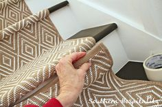 Love this stair runner tutorial by @southernhospitality . So pretty!!!