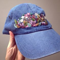 Hat Embroidery, Embroidery On Clothes, Embroidery Flowers Pattern, Embroidery Fashion, Hand Embroidery Designs, Cross Stitch Embroidery, Embroidery Ideas, Bone Floral, Bone Bordado
